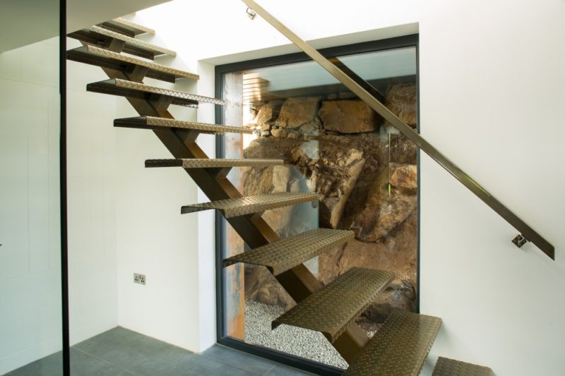 kontejnerovy-dum-staircase-800x533
